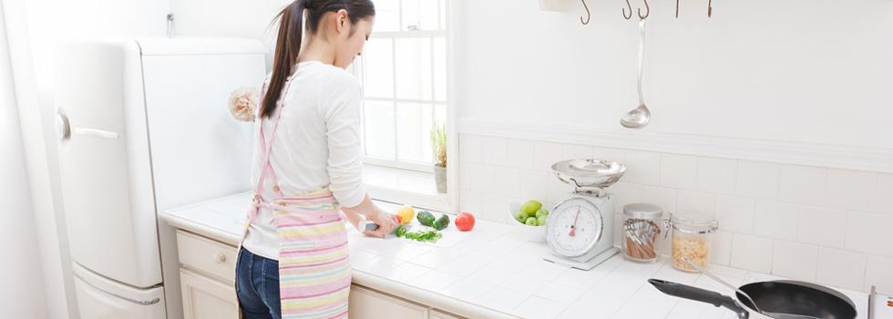 キッチンでお料理しながら美尻、美脚にくびれをゲット!「ながらエクササイズ」