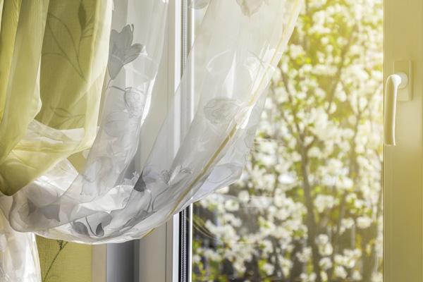 室内の花粉量を増やしてしまうカーテン