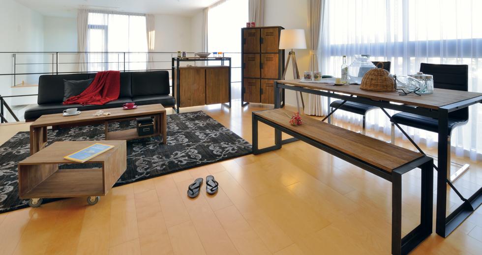 ダイニングテーブル d-Bodhi(ディーボディー) ー空間の引き締め効果があるブラックアイアンのアクセント