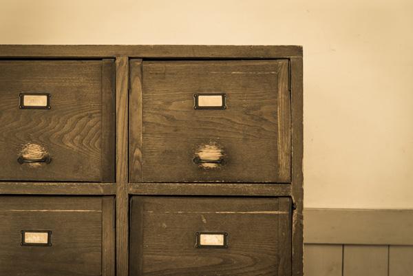 DIYに見えない出来栄え! 「カラーボックス」&「扉」で作るシューズラック