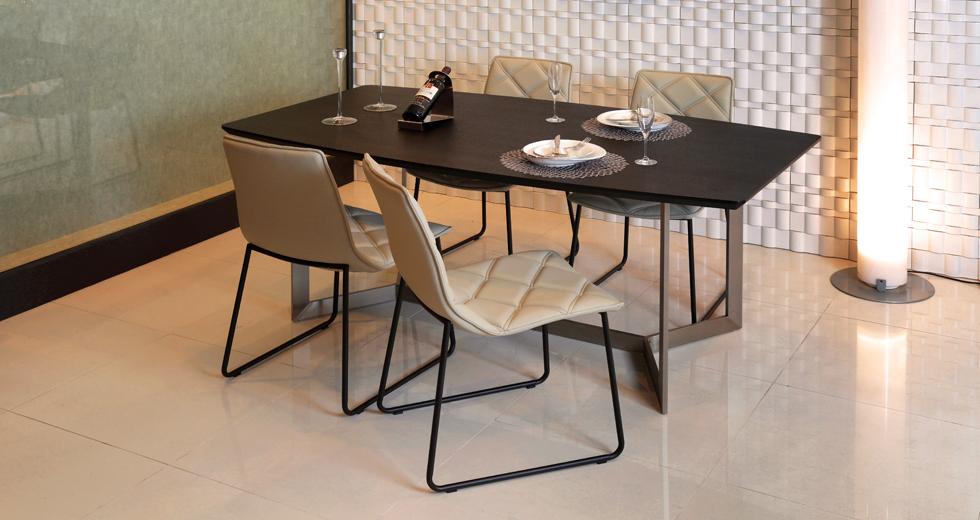 ダイニングテーブル『Nero(ネロ)』 -マットブラックが織りなすモダンテイスト
