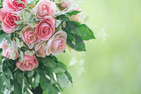 チョコレートと一緒に「花束」を贈ってさらなる恋愛運アップを狙う
