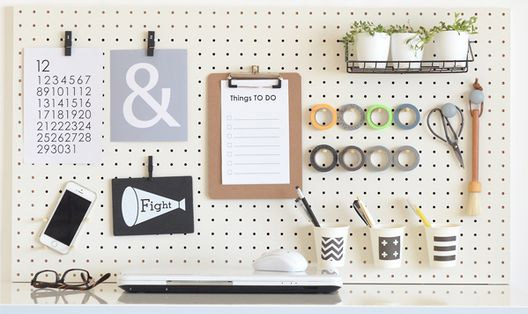 DIYビギナーにおすすめ!有孔ボードで作る簡単飾り棚
