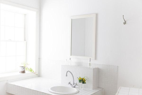 運気アップには洗面所の「明るさ」「風通し」を意識して