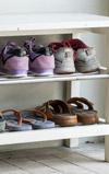 たくさんある靴をスッキリまとめる!玄関の収納DIYアイデア
