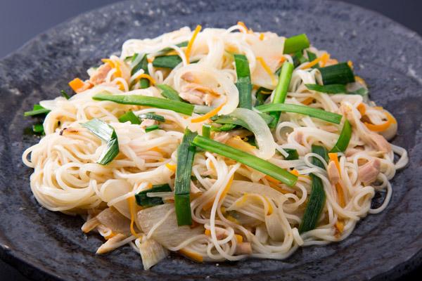 沖縄の伝統料理、そうめんチャンプルー