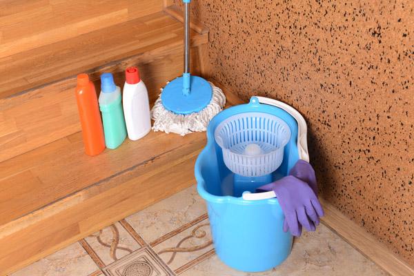 ホコリやゴミが溜まりやすい階段の隅をキレイにしておく