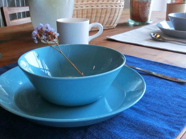 北欧家具のダイニングテーブルにぴったり!テーブルクロスの色で遊ぼう