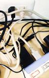 コンセント周りをスッキリ!充電コードや電源コードの収納DIY術